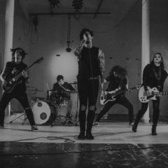 Fictive Marry predstavujú nový klip k skladbe Labyrinty bláznov. Venujú ju zosnulej fanúšičke.